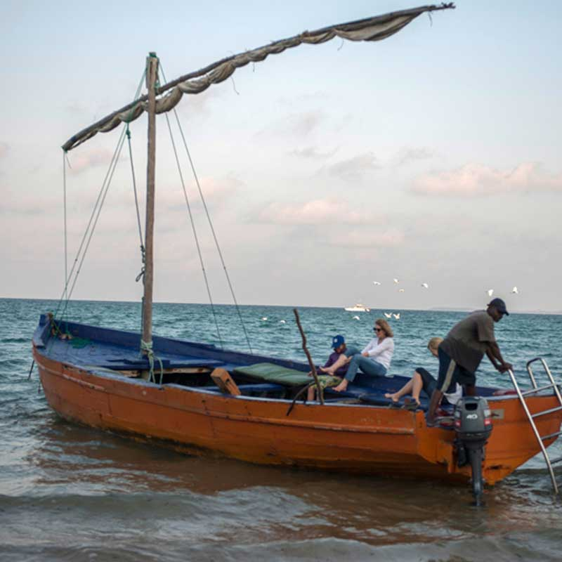 guests setting off on a dhow safari experience